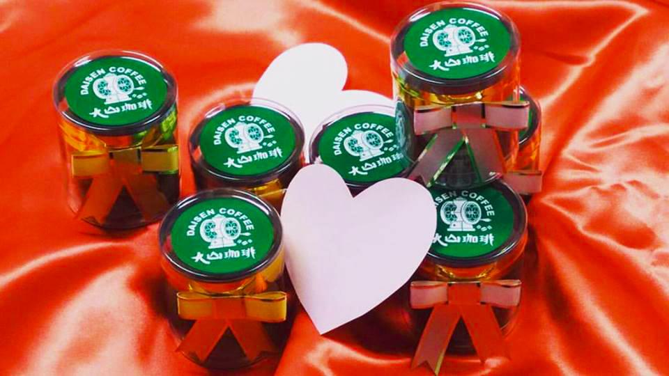 バレンタイン期間限定♪生チョコ&アーモンドショコラ販売中です。